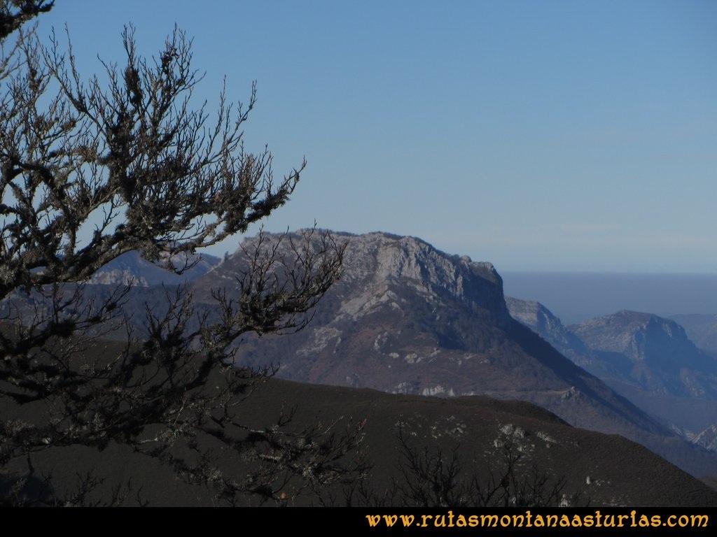 Pico Mosquito desde Tarna: Desde el pico Mosquito, vistas hacia Mota Cetín