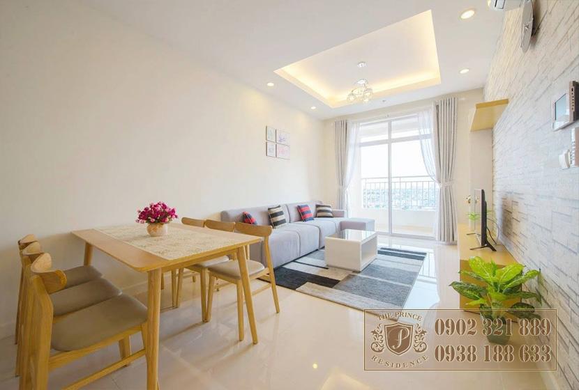 Bán căn hộ 3PN The Prince - bàn ăn và sofa phòng khách