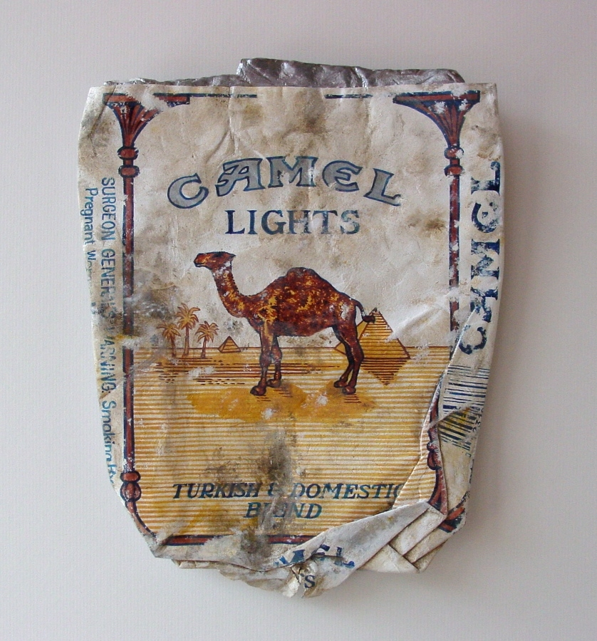 07-Camel-Lights-Tom-Pfannerstill-Hyper-Realistic-Paintings-Sculptures-From-the-Street-www-designstack-co