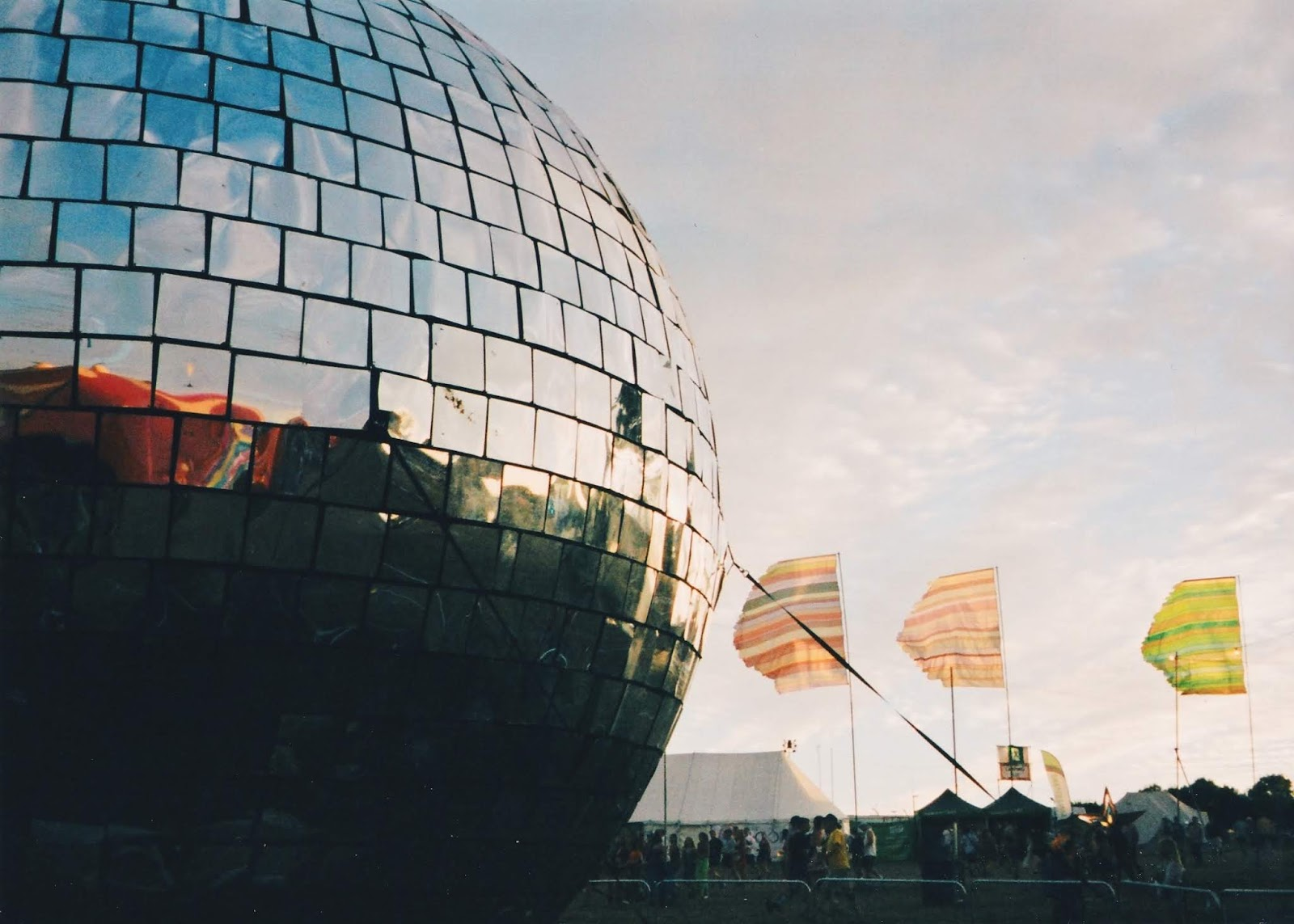Bestival 2018 | blog review | music festival | plantsandgoodvibes | giant disco ball