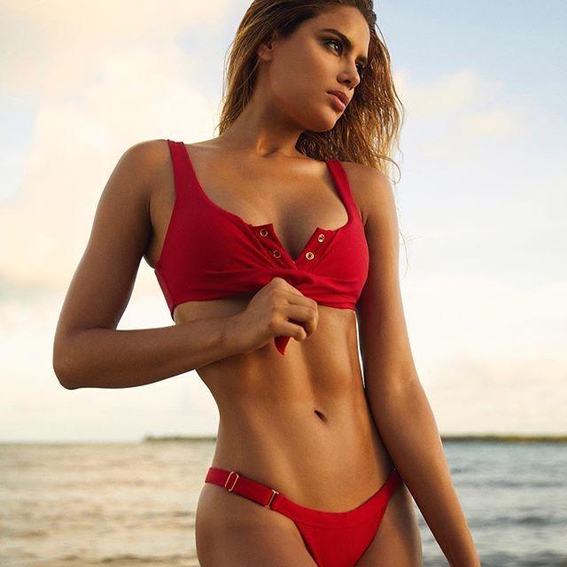 Ariadna Gutiérrez Flaunts Her Sizzling Figure in a Hot Red Bikini