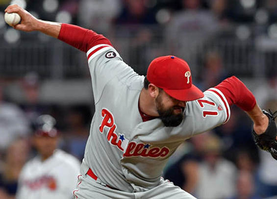 Philadelphia trades Pat Neshek to the Rockies for prospects