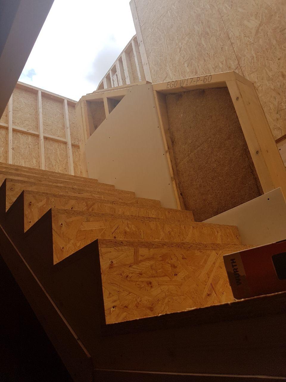 spalt zwischen treppe und wand schlie en ostseesuche com. Black Bedroom Furniture Sets. Home Design Ideas