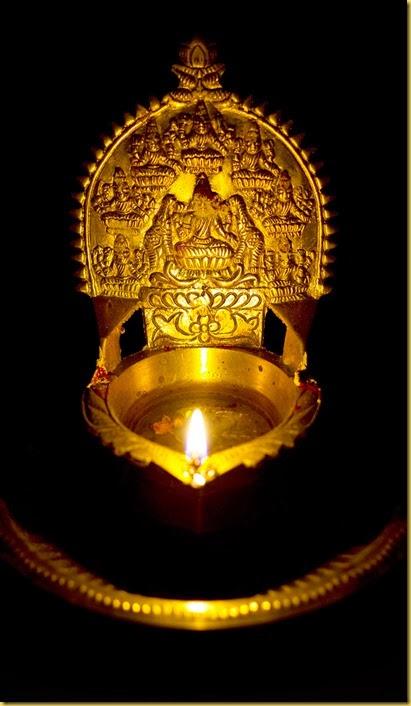 Deiveegam Karthic Raja: இறைவழிபாட்டில் திருவிளக்கின் முக்கியத்துவம்