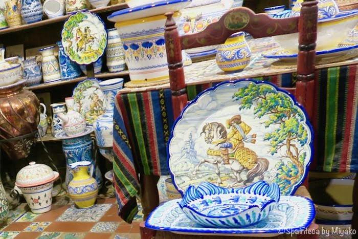マドリードの陶器専門店で見つけた美しい壁飾り用のスペイン陶器