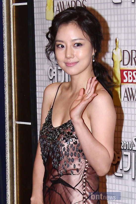 Moon Chae Won (문채원) at the 2010 SBS drama award ceremony held at the SBS public hall in Wonchon-dong, Gangseo-gu, Seoul on 31 December 2010.