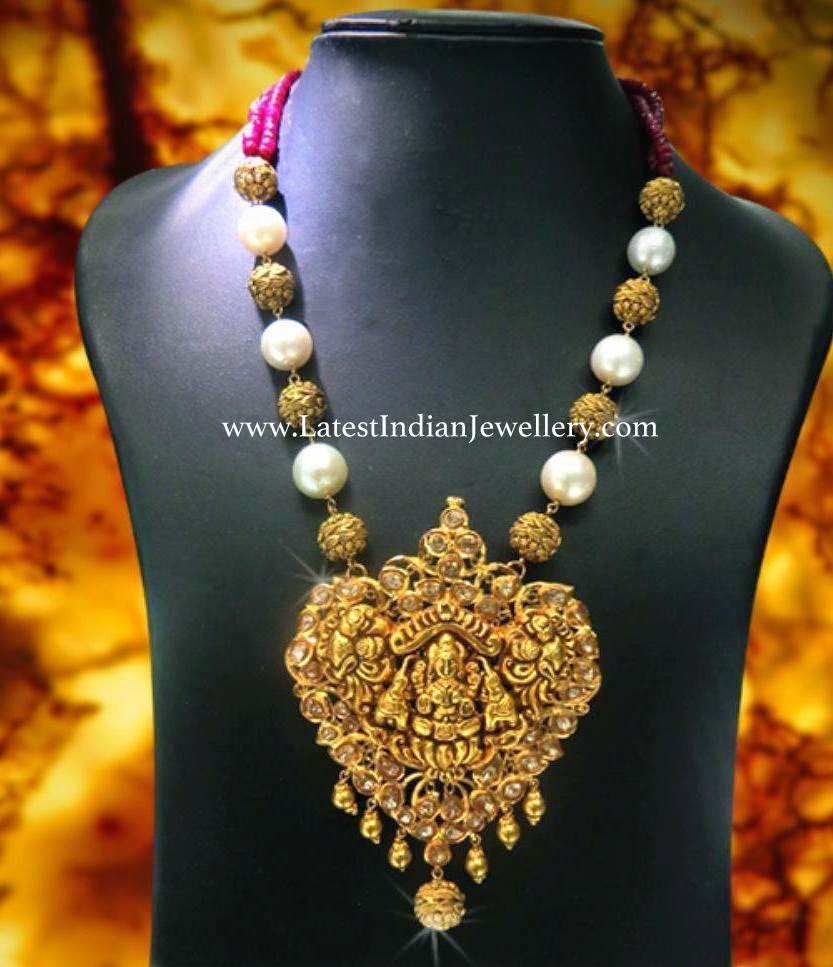 Artistic Beads Temple Necklace
