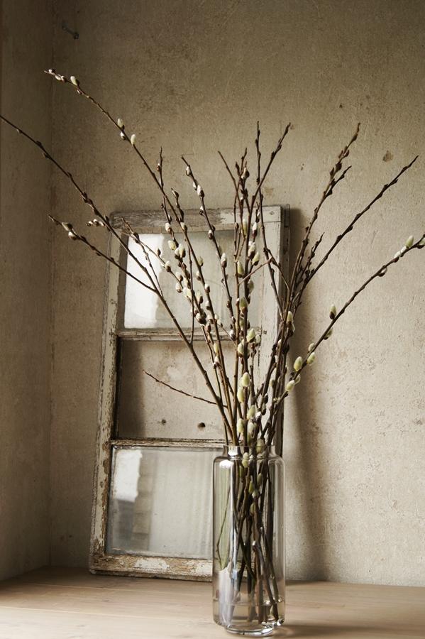 Blog + Fotografie by it's me! - fim.works - Weidenkätzchen, altes Fenster