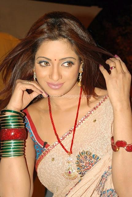 Actress udaya bhanu hot saree