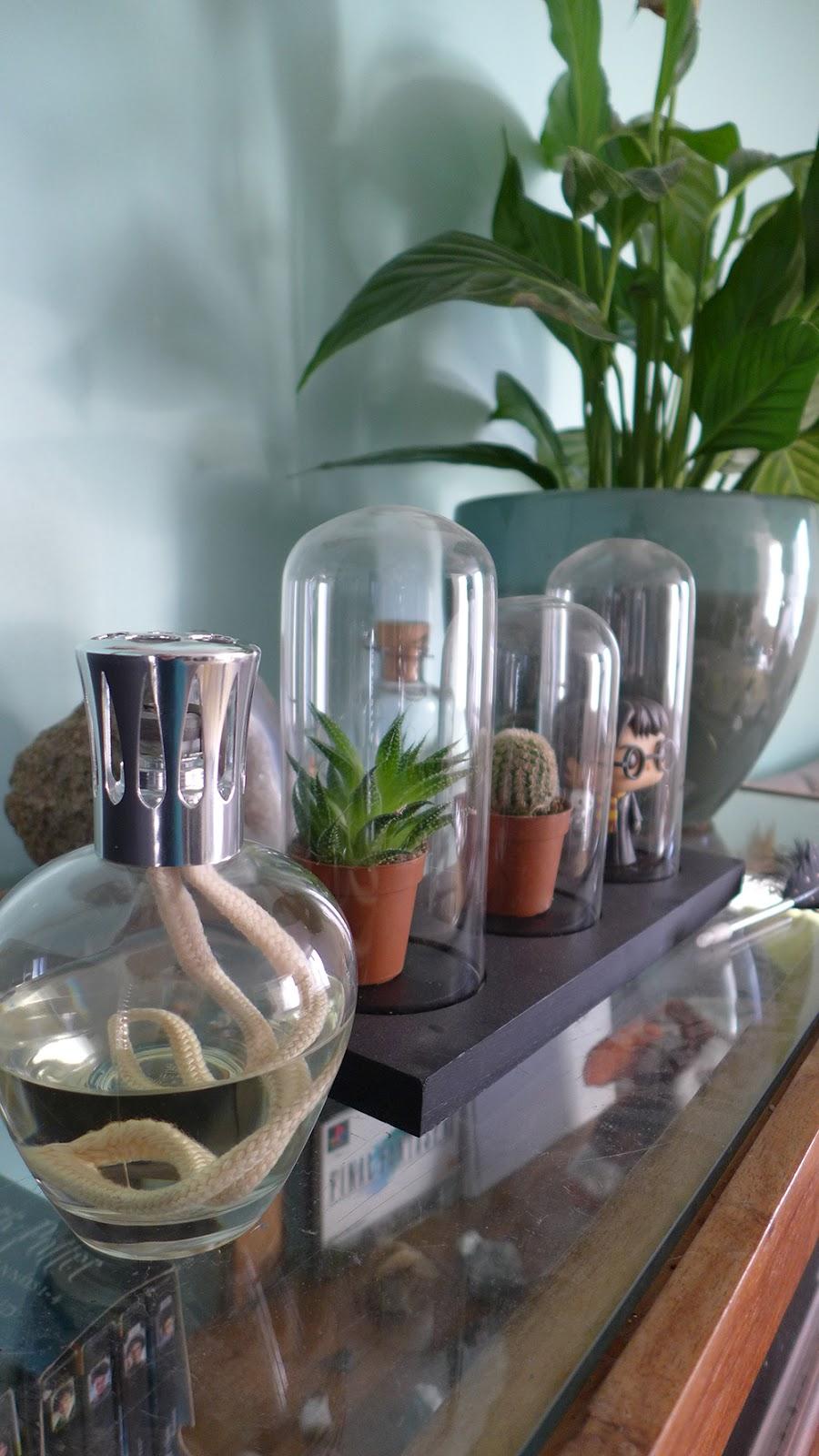 décoration avec la lampe berger style cabinet de curiosité