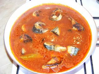 Preparare macrou in sos tomat reteta,