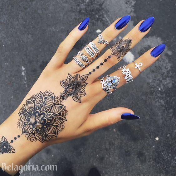 un tatuaje sencillo en la mano