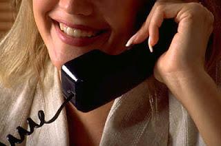 menerima telepon