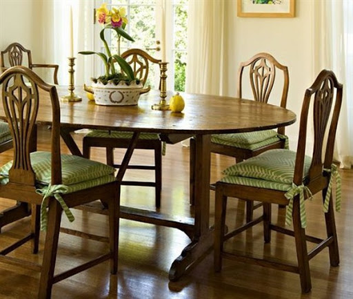 Simple and beautiful cushions for traditional dining room