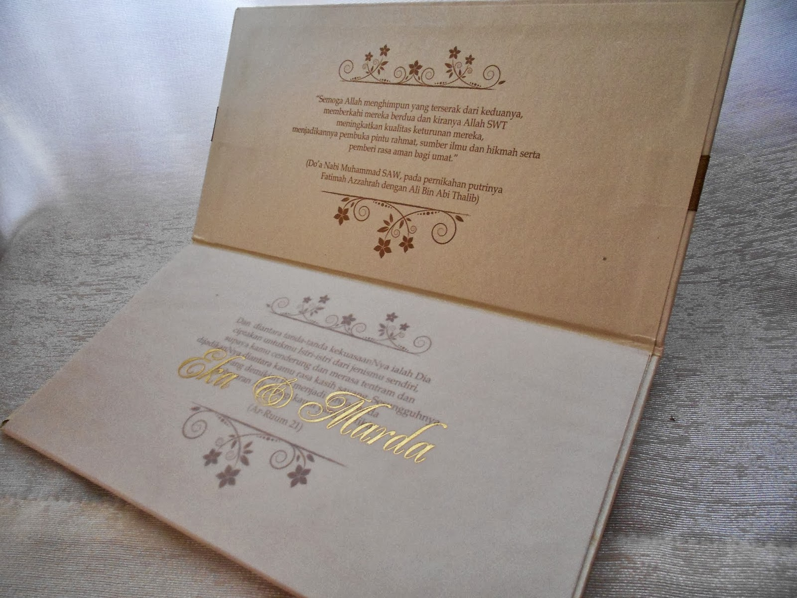 Undangan Pernikahan Emas Embossed Enha Hc054 Undangan Paperbag
