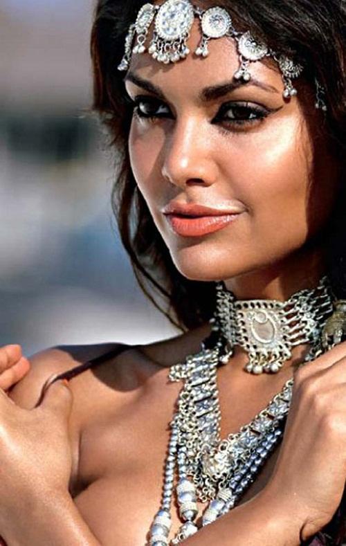 Esha Gupta Wiki, Profile and Photos