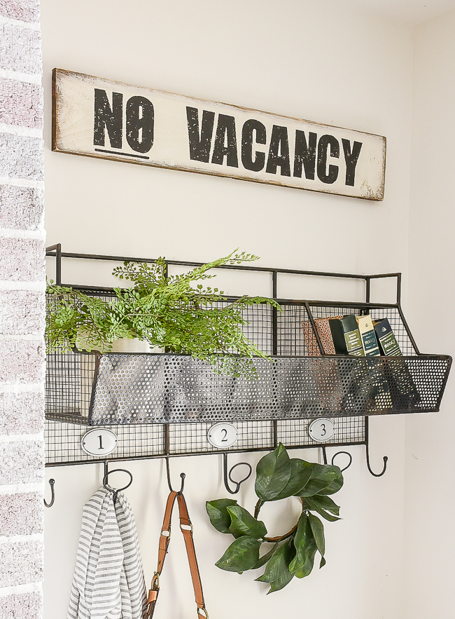 Easy DIY No Vacancy sign