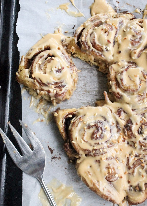 Crock Pot Cinnamon Rolls with Caramel Cream Cheese Frosting