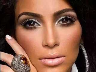 Kim Kardashian blasts wall Street journal article
