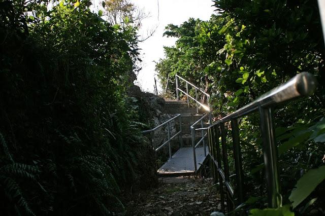保栄茂グスクの遊歩道の写真