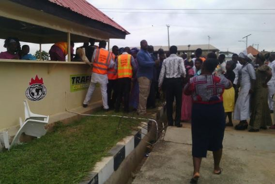 bishop oyedepo gives food osun staff