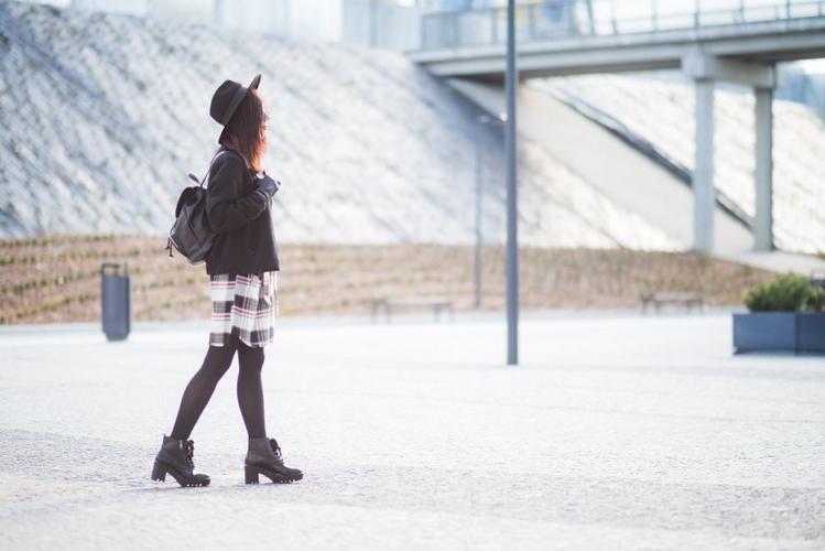 dziewczyna w glanach sesja fashion