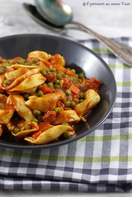 Experimente aus meiner Küche: One Pot Tortelloni in Tomaten-Gemüse-Soße