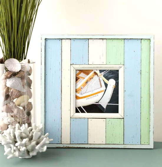 Painted Wood Beachy Picture Frame Wall Decor Idea