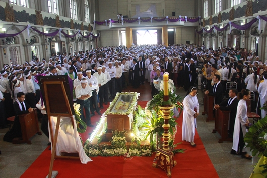 Ngày thứ Ba: Kính viếng và cầu nguyện cho Đức cha Phanxicô Xaviê Nguyễn Văn Sang - Ảnh minh hoạ 19