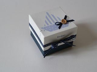 μπομπονιέρες κουτάκια με γαλάζιο καραβάκι