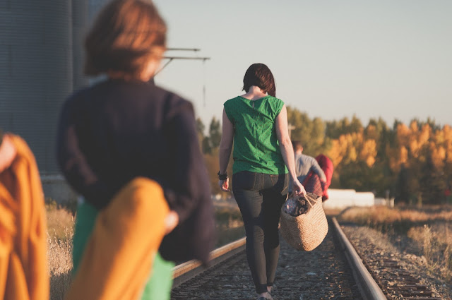 Image showing refugees walking for long distances