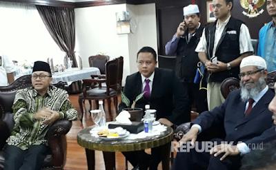 Dialog dengan Ketua MPR, Zakir Naik Jelaskan Makna Al-Maidah 51