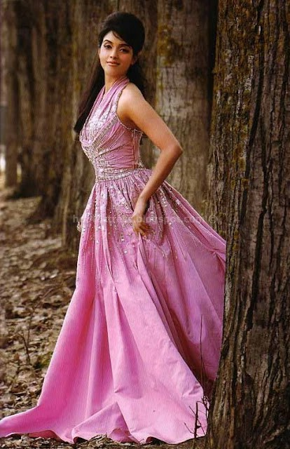 Asin in long skirt photos