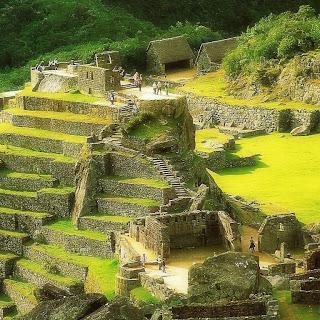 Machu Picchu - Praça Sagrada, na Parte Inferior da Imagem