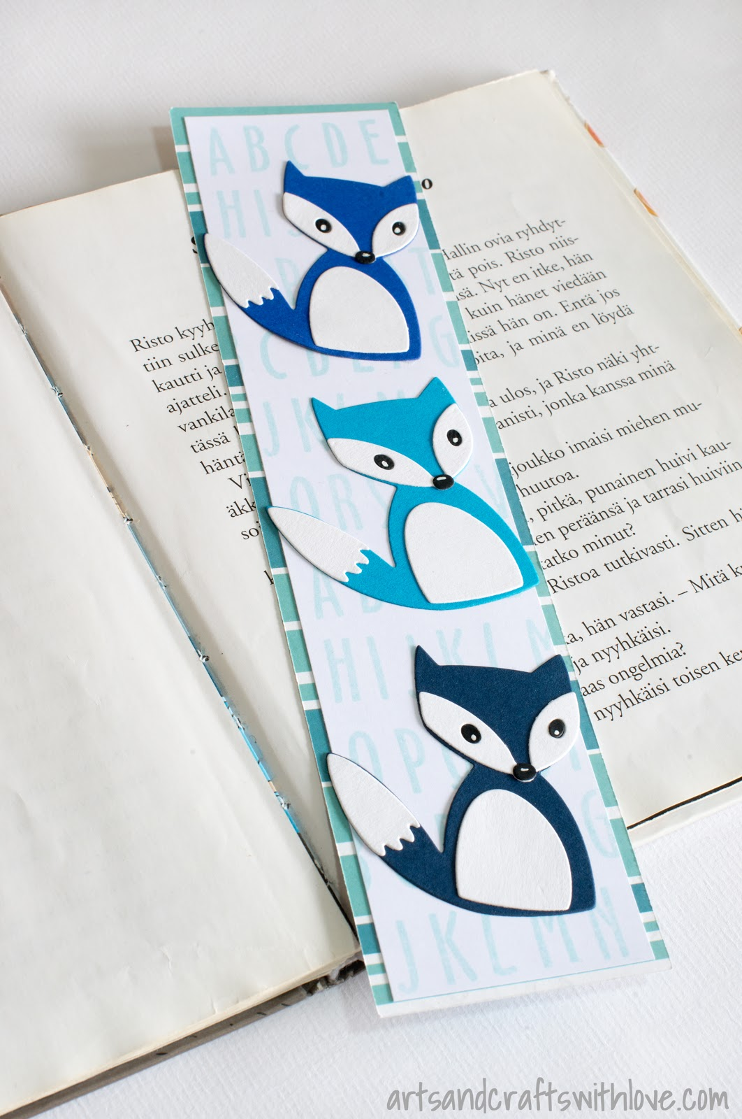 Die-cut foxes on a bookmark. Dies by Sizzix / Craft Asylum