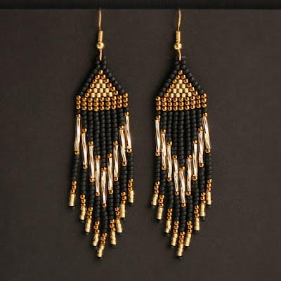 Купить стильные длинные серьги из черного и золотого бисера. Интернет магазин бижутерии ручной работы.