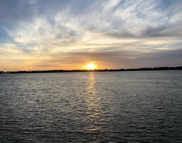 منظر غروب الشمس