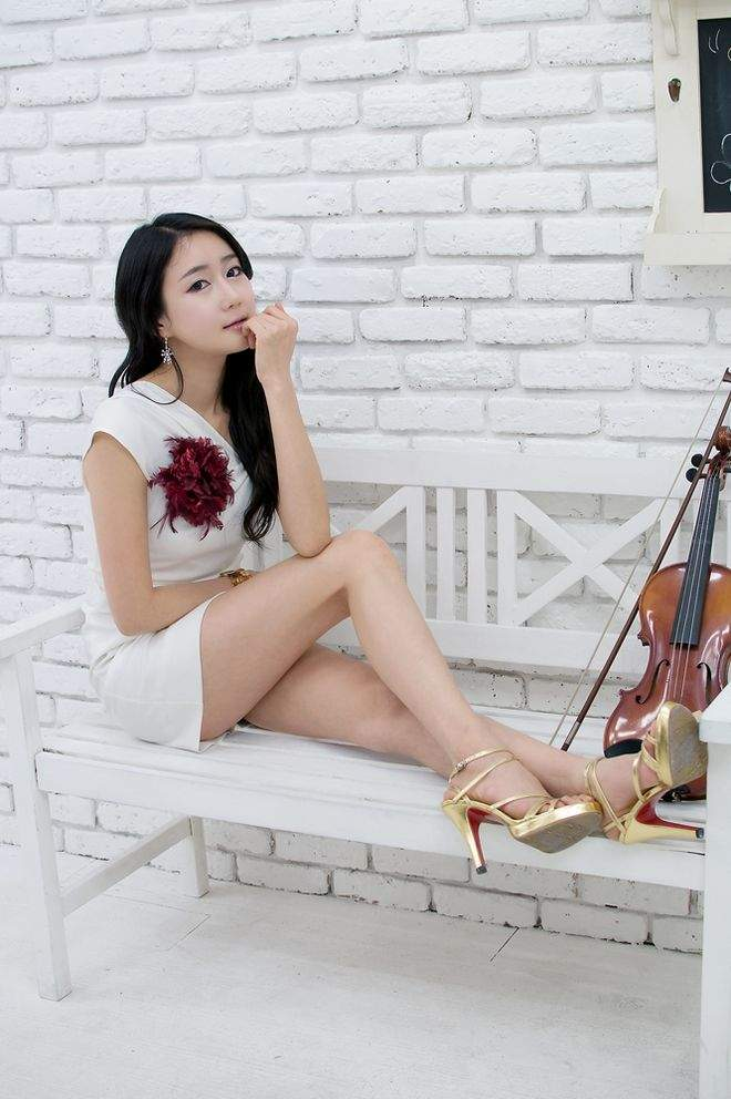 Asian Women Posted In 120