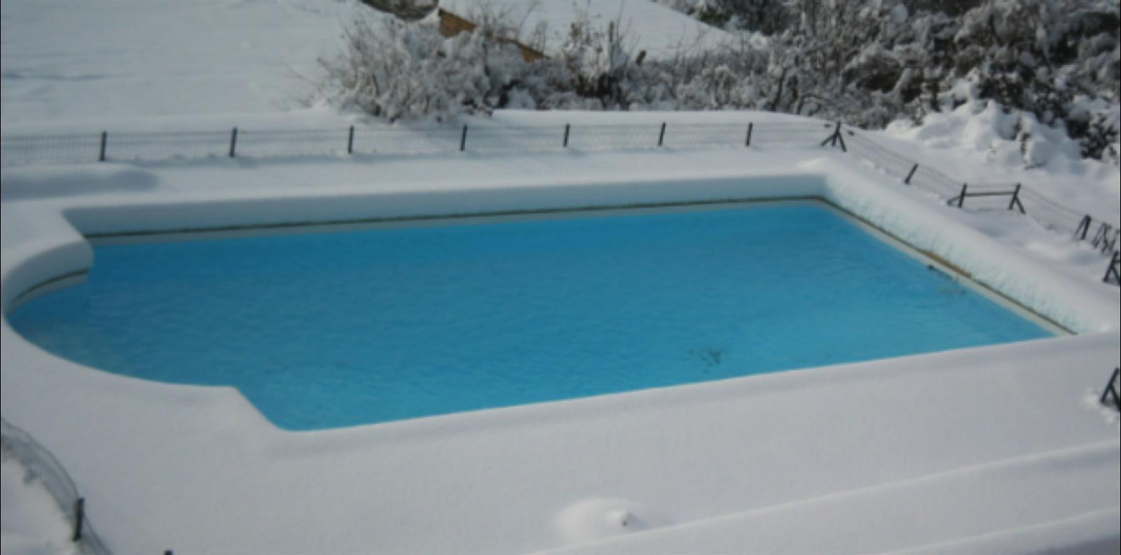 hiverner sa piscine les solutions aquilus le blog d 39 aquilus. Black Bedroom Furniture Sets. Home Design Ideas