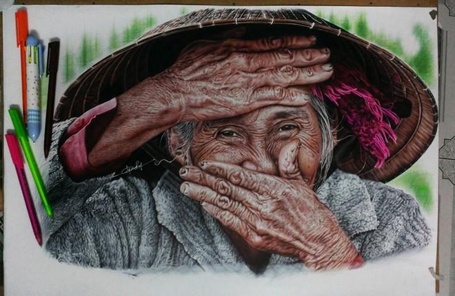 Chàng trai Gia Lai vẽ tranh chân dung sống động như thật
