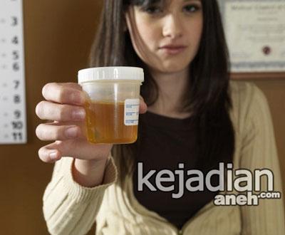 terapi air kencing 12 Cara Aneh Wanita Merawat Kecantikan Di Jaman Dulu
