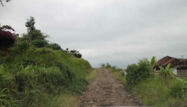 Kondisi Jalan Menuju Bukit Moko