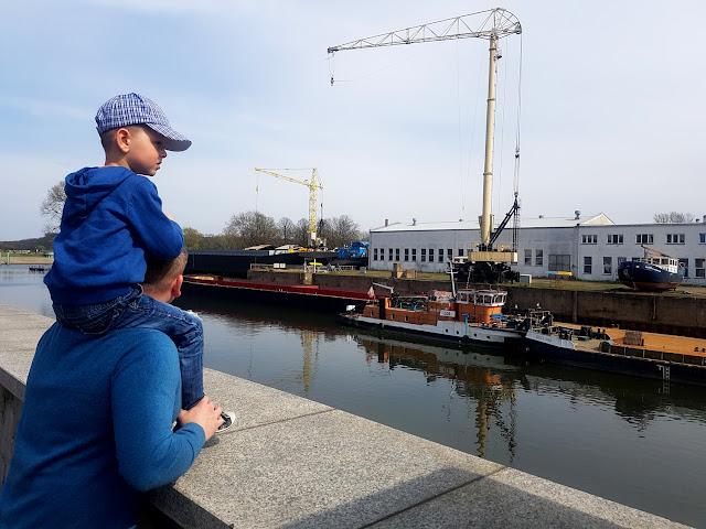 Park Krasnala Nowa Sól - majówka z dzieckiem - podróże z dzieckiem - atrakcje dla dzieci - rodzinny park rozrywki - port w Nowej Soli - rejs statkiem po Odrze