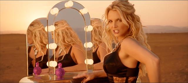Video: Britney Spears - Work Bitch (En Vivio)