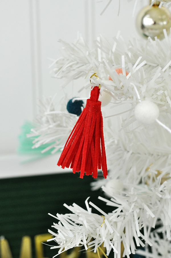White mini christmas tree with www.jengallacher.com #christmastree #whitetree #christmascraft