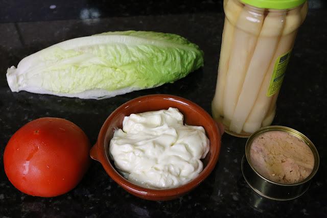 Ingredientes para ensalada de tomates y espárragos