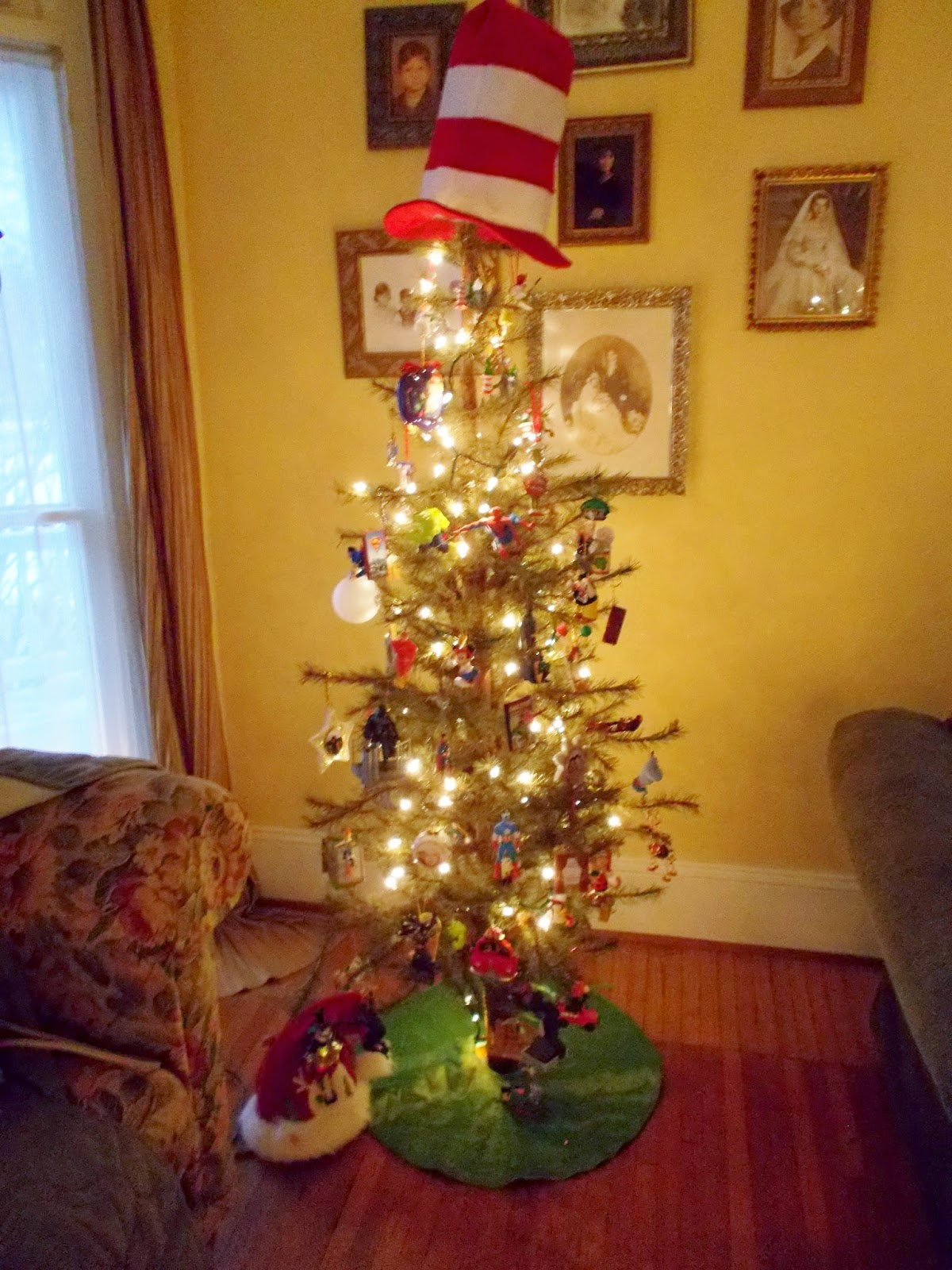 Musings of a Vintage Junkie: O Christmas Tree, O Christmas Tree...