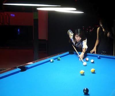 Burmese girls at the Pool Bar