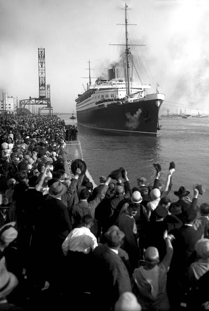 1929 Bremen is leaving for her record crossing