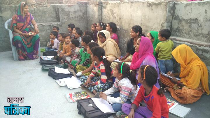 शिक्षा की अलख जगाकर बच्चों और महिलाओं को साक्षर बनाने की मुहिम